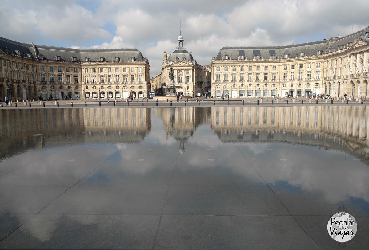 Place de la Bourse e a fonte Espelho d'agua
